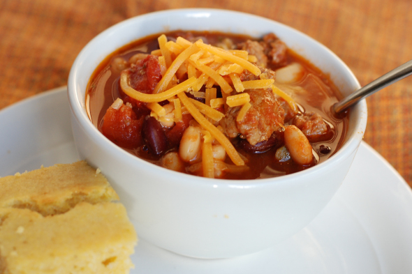 The Best Turkey Chili- This ONE post meal is perfect for a make-ahead dinner, party, potluck or weeknight fall/winter dinner. Naturally gluten free! | www.nutritiouseats.com