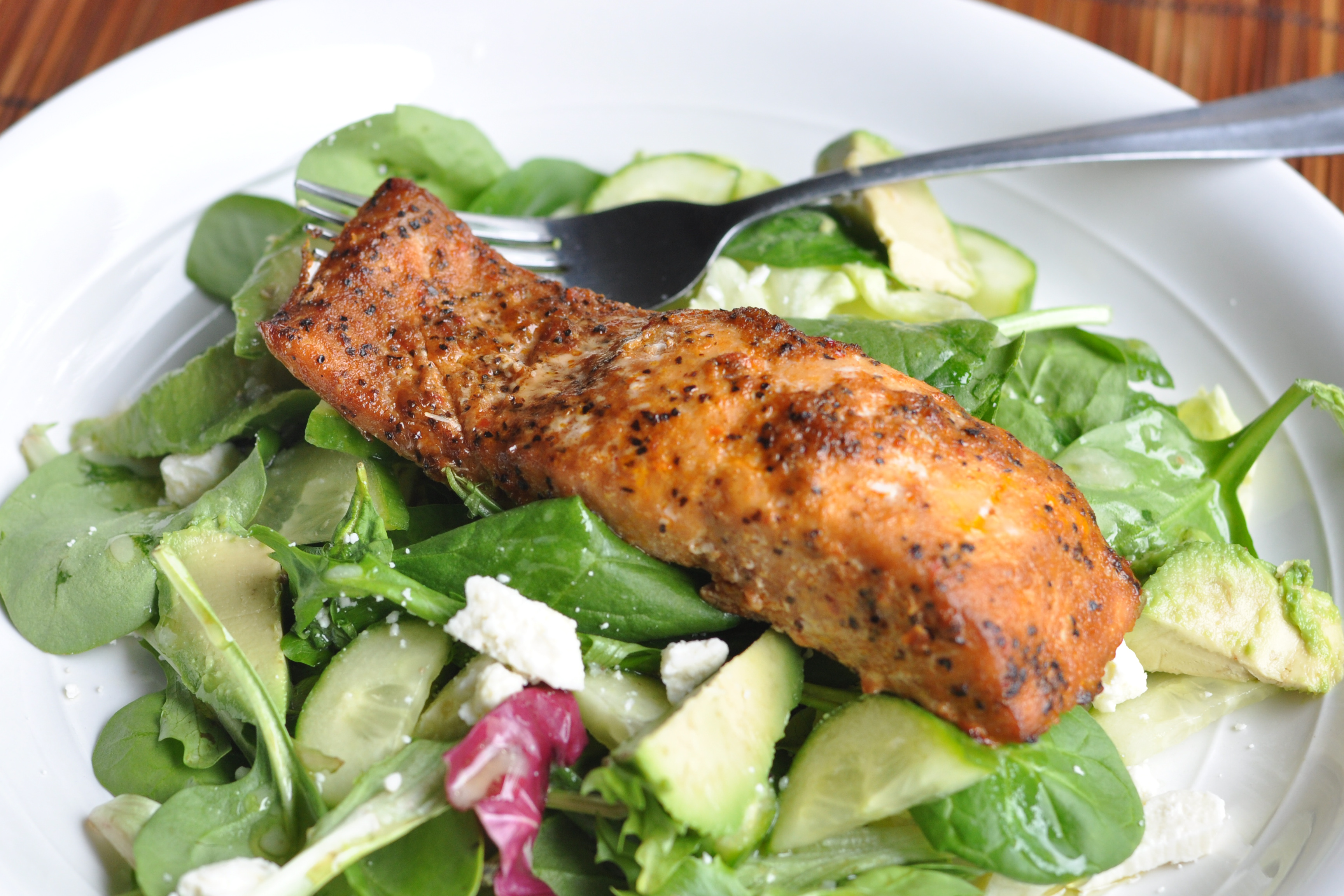 20 minute meal: Salad with Seasoned Salmon - Nutritious Eats