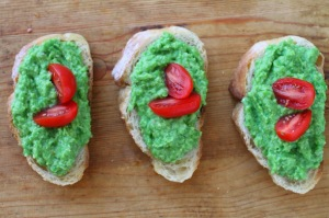 {Guest Post} Pea Pesto Crostini from Flavia's Flavors