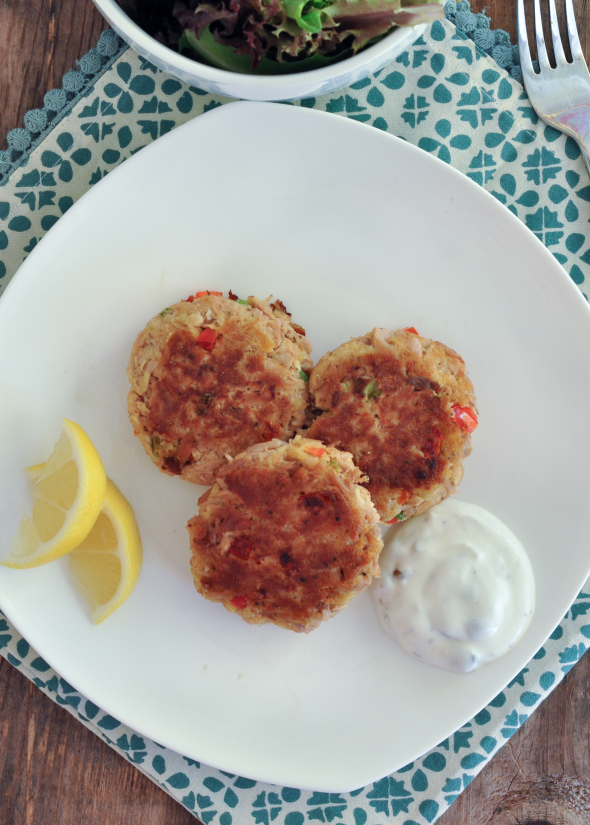 Tuna Cakes with Lemon Caper Dipping Sauce- a healthy lunch or dinner using #oceannaturals tuna #cbias