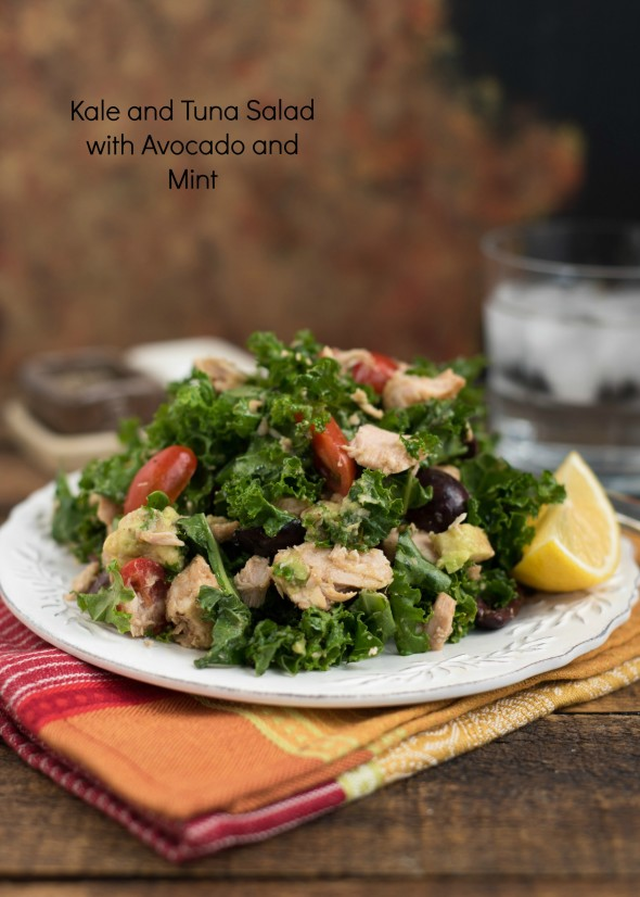 Kale and Tuna Salad With Avocado and Mint- a great make-ahead salad for weekday lunches. Delicious, healthy, grain-free and Paleo-friendly! | www.nutritiouseats.com