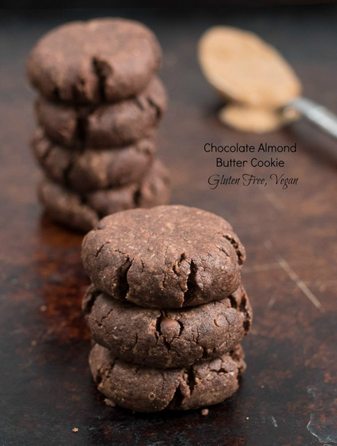 Chocolate Almond Butter Cookie- a healthy treat that can be part of a quick on the go breakfast or snack. Only 6 ingredients make up this gluten free, vegan (optional) healthy cookie! | www.nutritiouseats.com