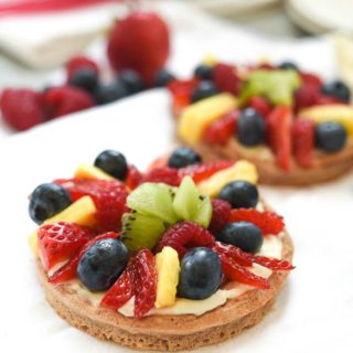 Whole Grain Waffle Fruit Pizza- this simple and fun balanced breakfast is great way to jazz up your waffles. Whipped vanilla cream cheese and all the fruit. #glutenfree | www.nutritiouseats.com